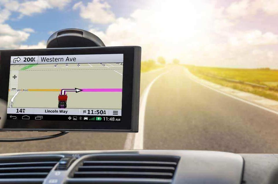 Que font les dispositifs de suivi GPS dans les véhicules de flotte au Maroc?