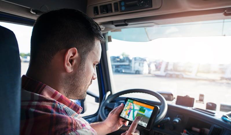 Quel Dispositif de Suivi GPS Convient à votre Flotte au Maroc ?